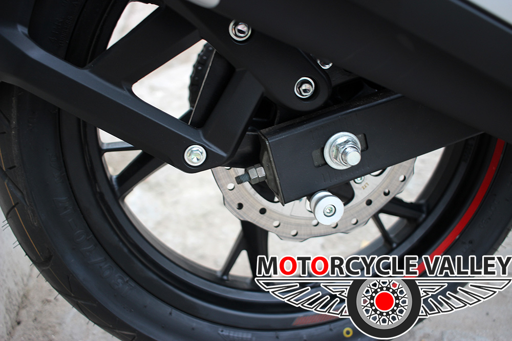 Benelli-165s-Features-Review-Brakes