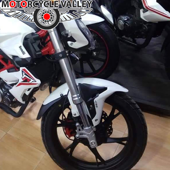 Benelli-TNT-150-Feature-Review-brakes
