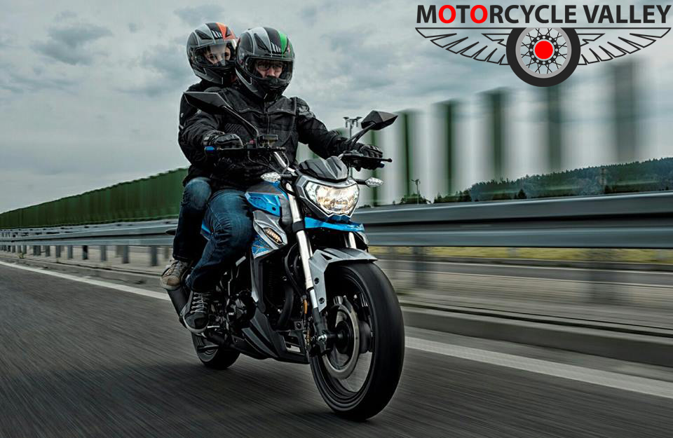 How-to-ride-motorcycle-with-pillion-or-luggage