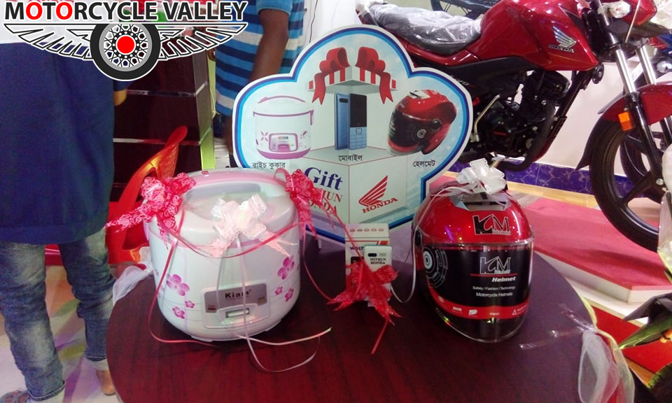 Mithun-Honda-celebrating--5-years-Gifts