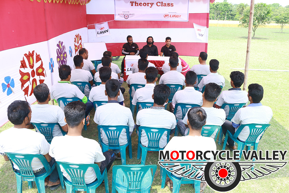 MotorcycleValley-organized-a-theory-class-at-Motolab-02