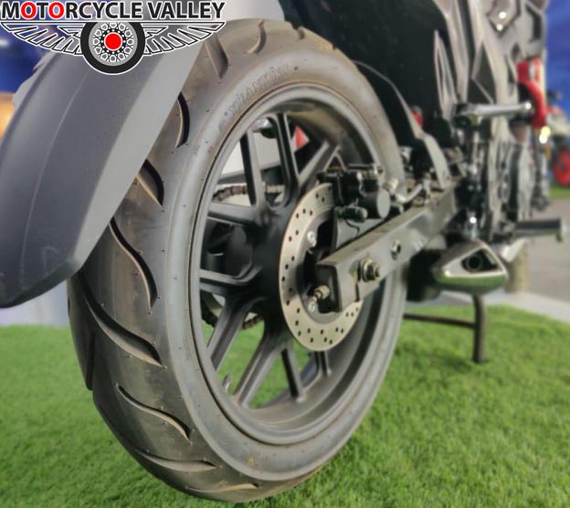 Runner-Bolt-165R-Feature-Review-Rear-Tyre