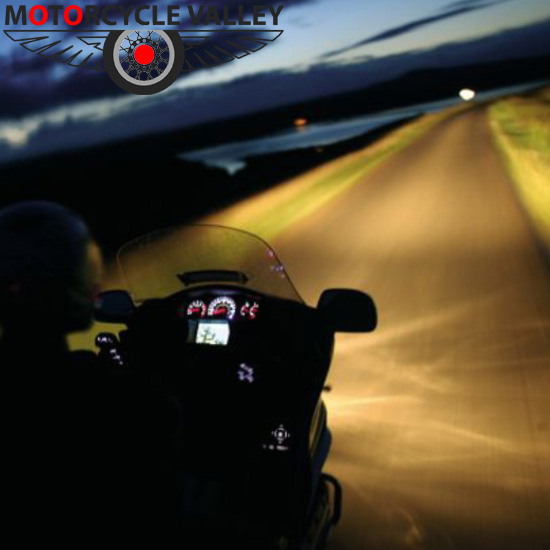 Safety tips for motorcycle riding at night