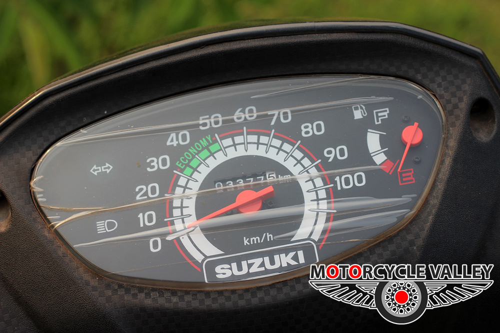 Suzuki-Lets-Scooter-Feature-Review-Meter
