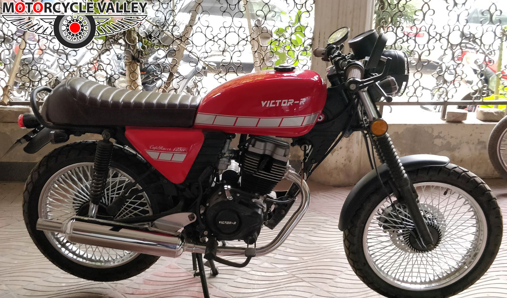 Victor-R-Cafe-Racer-125-Features-Review