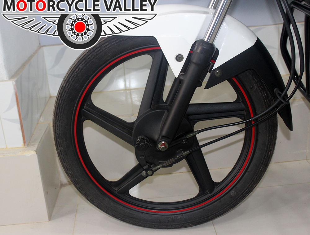 Victor-R-V80-Xpress-Features-Review-Alloy-Wheel