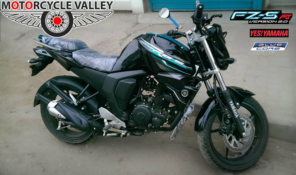 Yamaha-FZS-Fi-look-user-review-by-Faisal-Ahmed