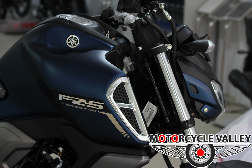 Yamaha-FZS-Fi-v3-Feature-Review-Chrome