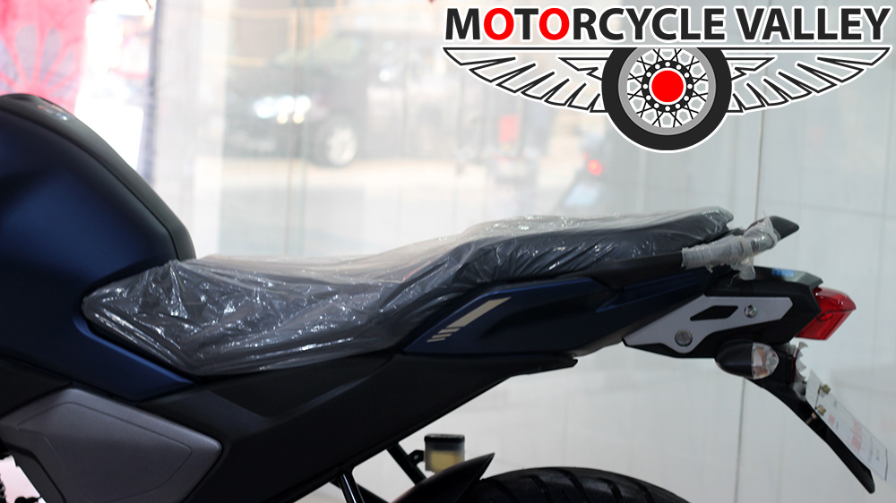 Yamaha-FZS-Fi-v3-Feature-Review-Seat