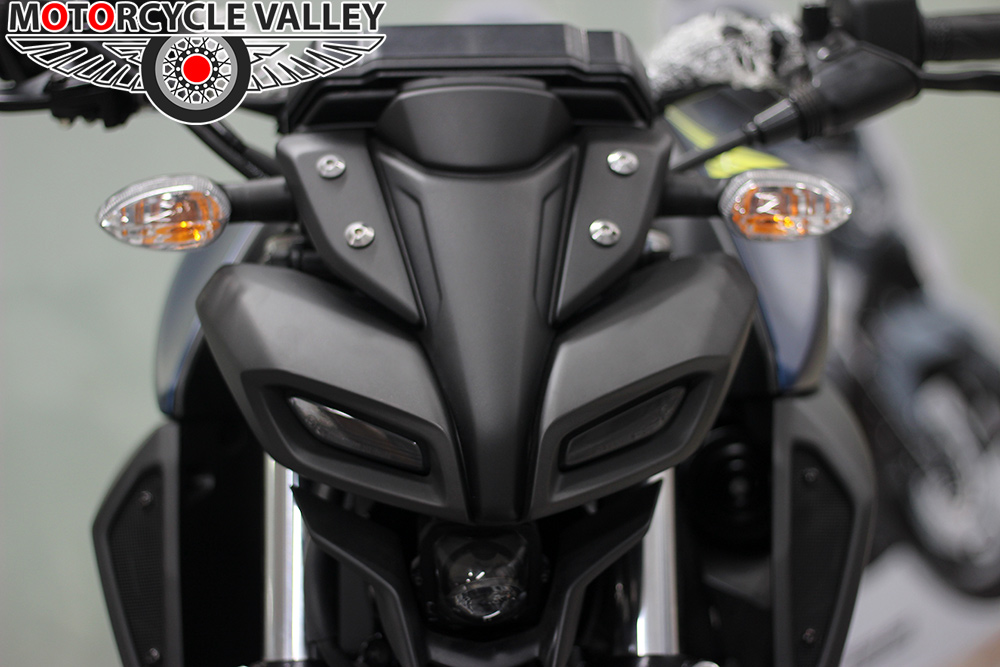 Yamaha-MT-15-Features-Review-Head-Lamp