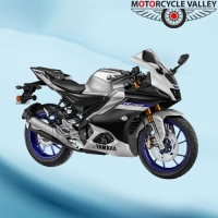 Yamaha R15 M Feature Review