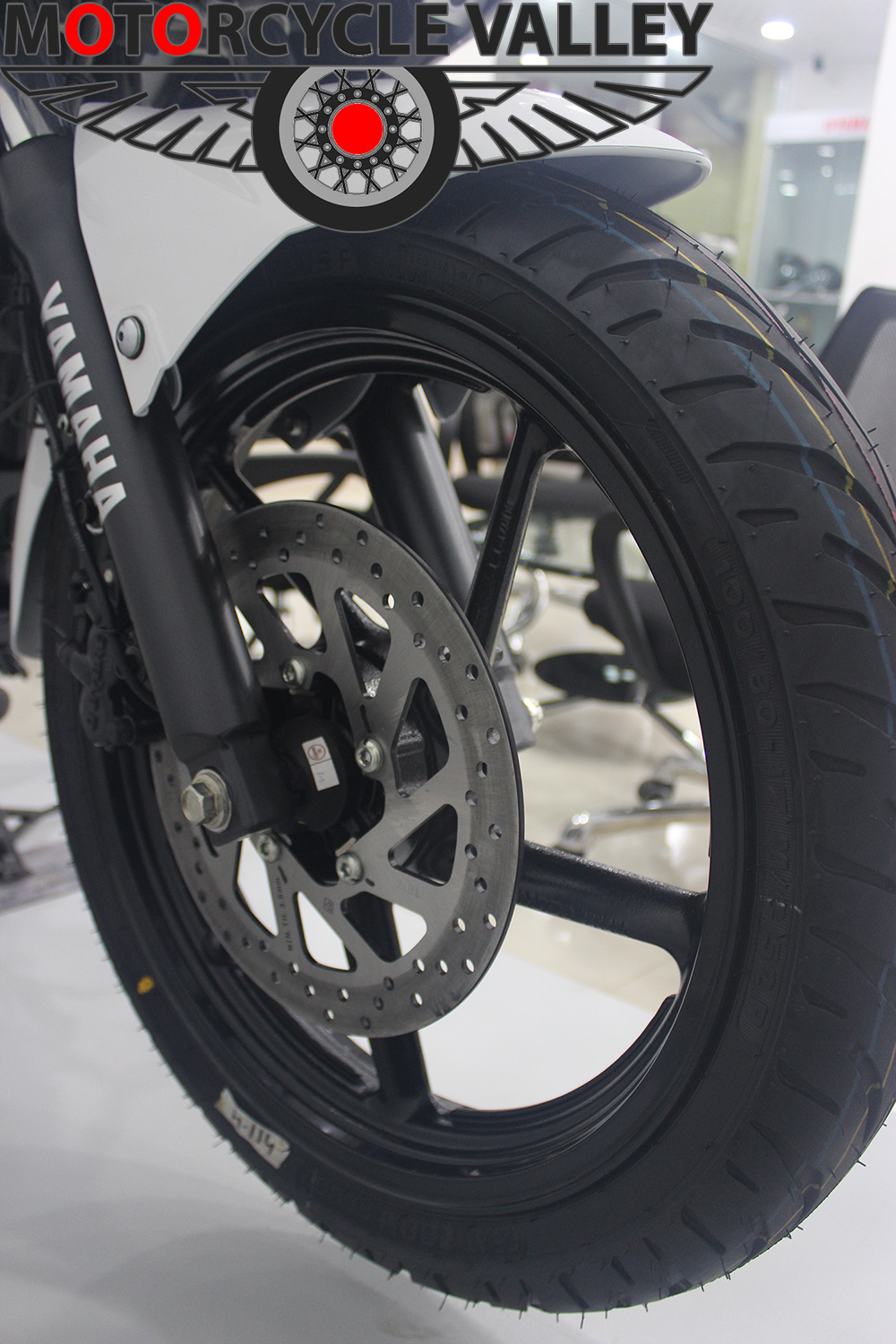 yamaha-fazer-fi-front-tire-brake-suspension
