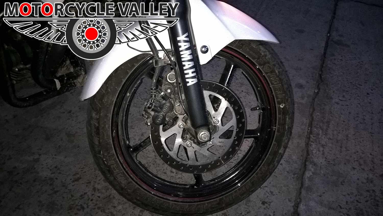 yamaha-fzs-fi-v2-front-tire-brake-hridoy